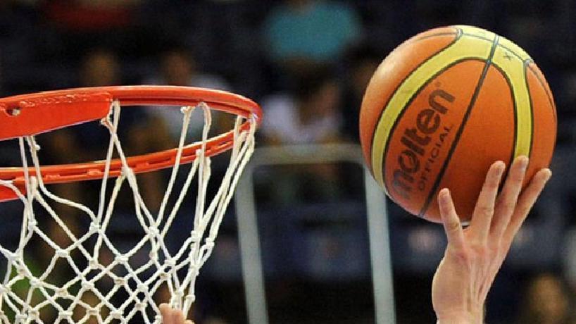 За подарки Снегурочки поборются вологодские баскетболисты