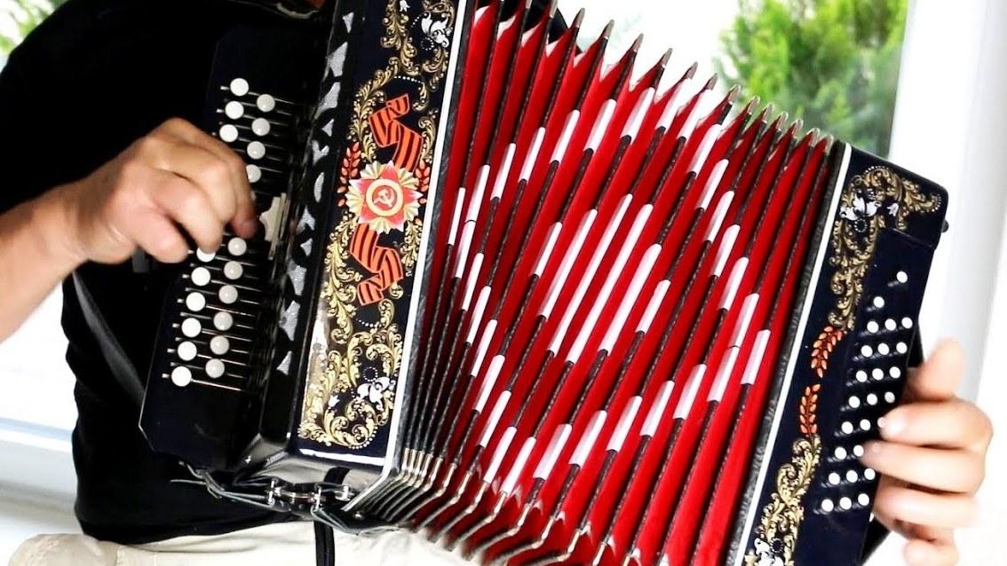 Гармонистов с разницей в возрасте в 80 лет объединил фестиваль «Золотая планка» в Вологде