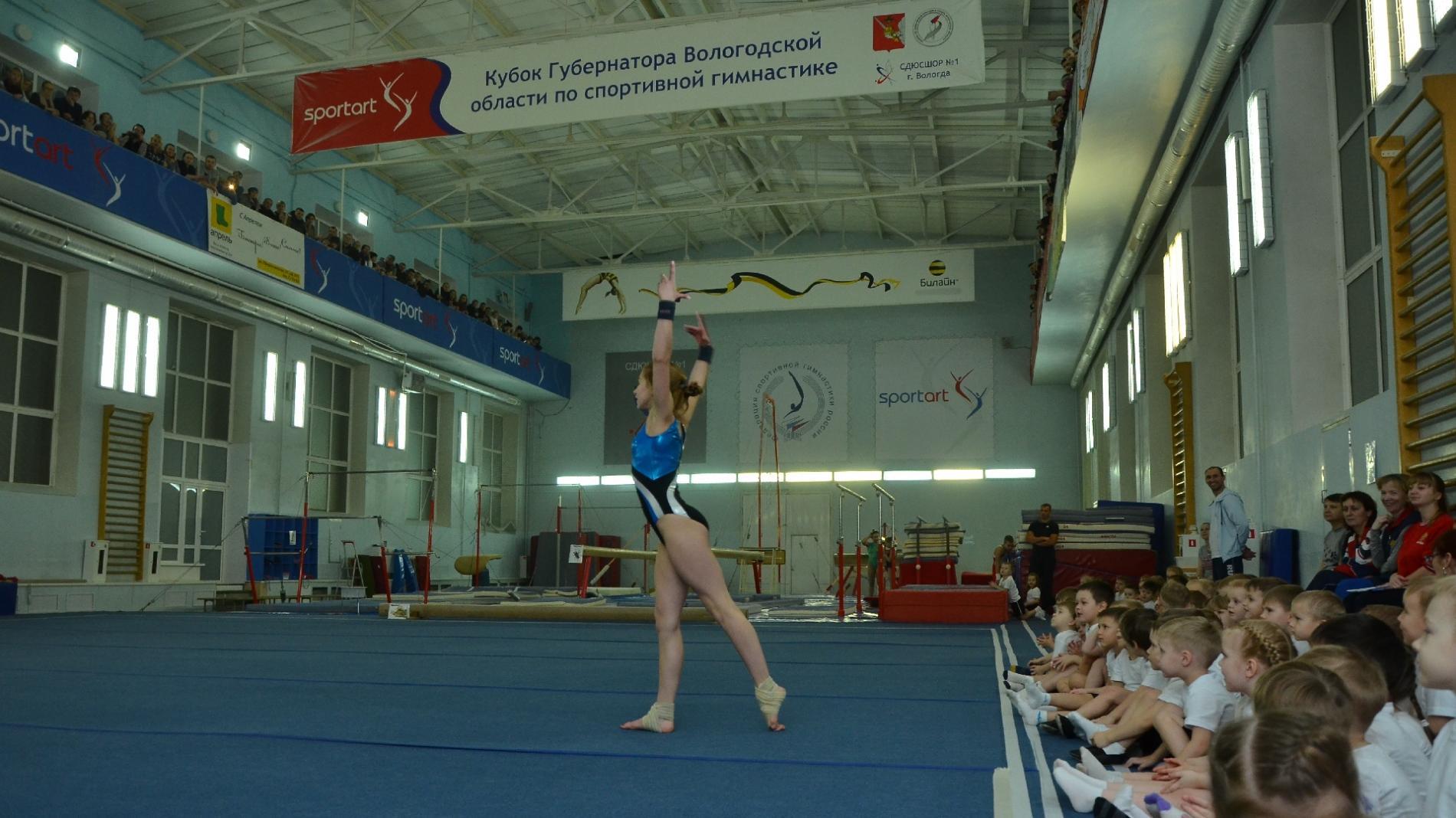 Сладкие подарки от Деда Мороза получили участники первенства Вологды по спортивной гимнастике