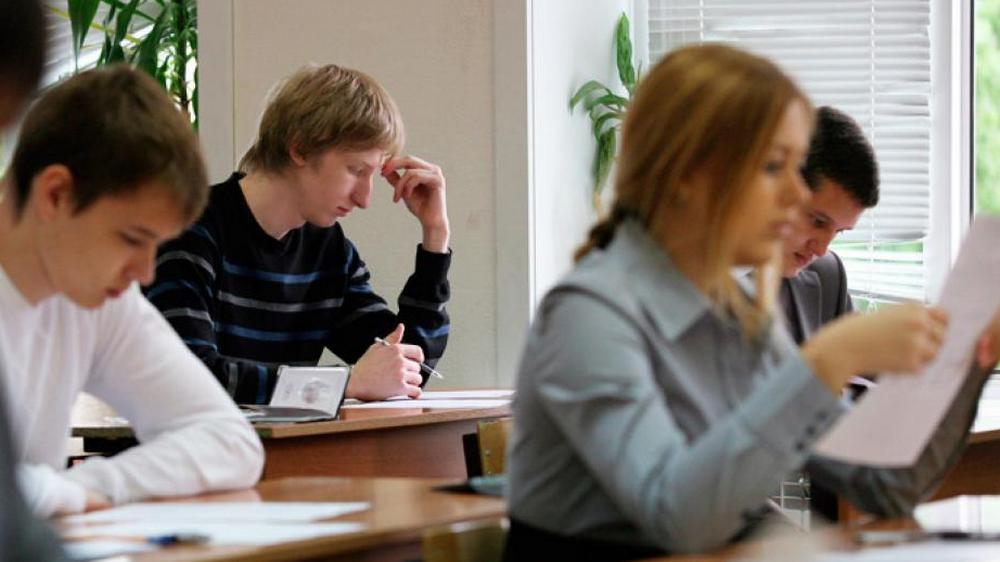 Пензенские девятиклассники сдают обязательный госэкзамен поматематике