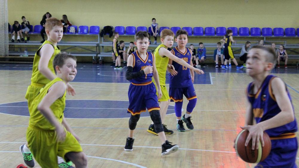 Призы Снегурочки разыграли баскетболисты из семи регионов в Вологде