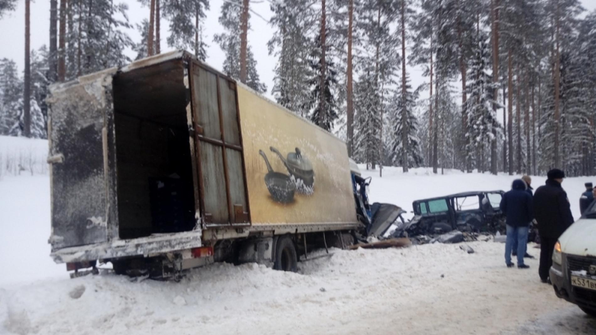 Девять человек погибли вДТП савтобусом вЛенинградской области