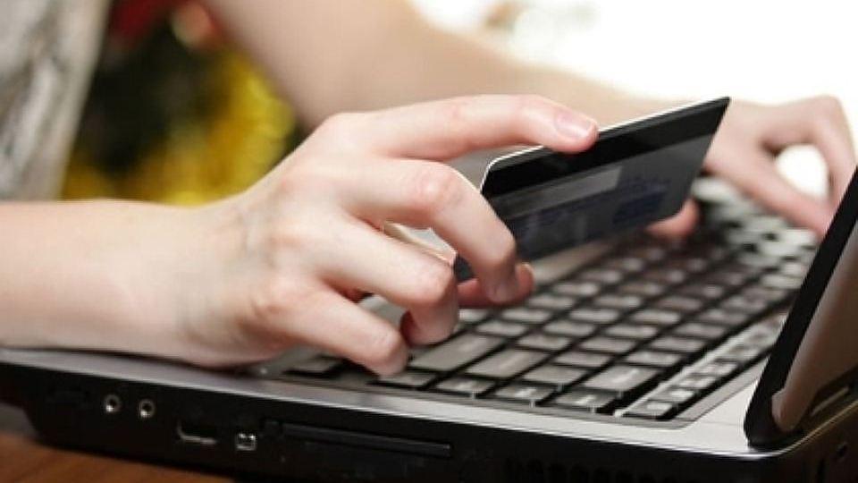 Жительница Вологды лишилась собственных сбережений при проведении покупки вещей всети интернет