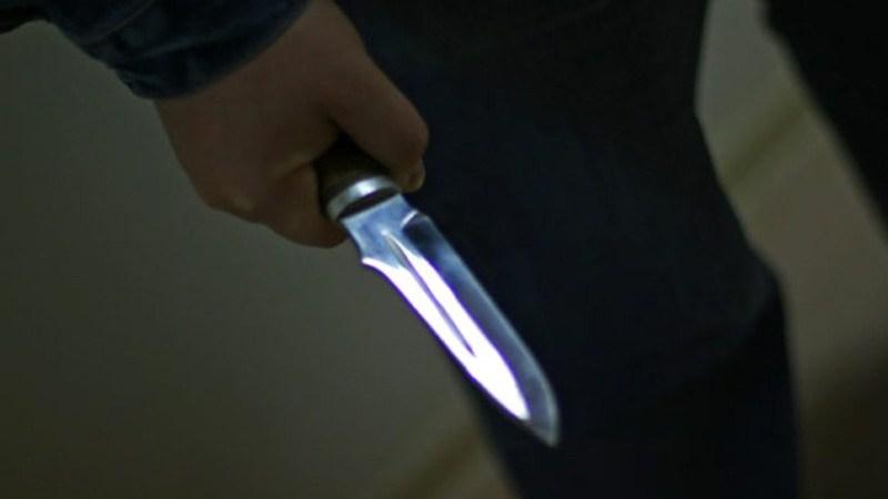 ВЧереповце неизвестный мужчина сножом напал нашкольника